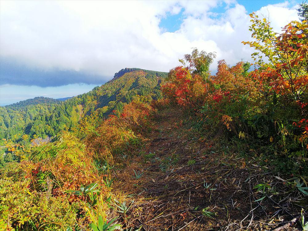ホワイトロード紅葉情報と三方岩トレッキング
